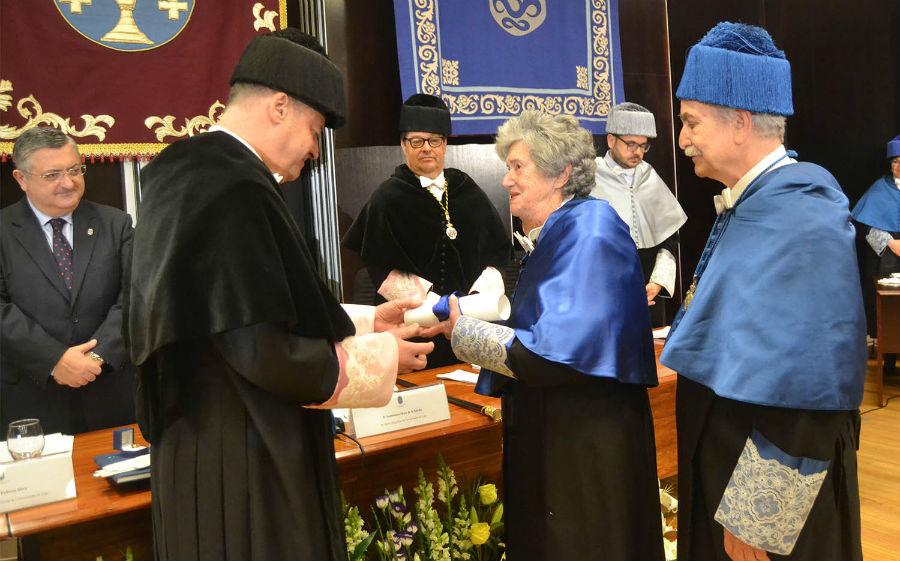 Inmaculada Paz Andrade, investida como doutora honoris causa pola UVigo