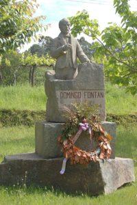 Escultura de homenaxe a Fontán no concello de Portas, preto da súa casa natal.